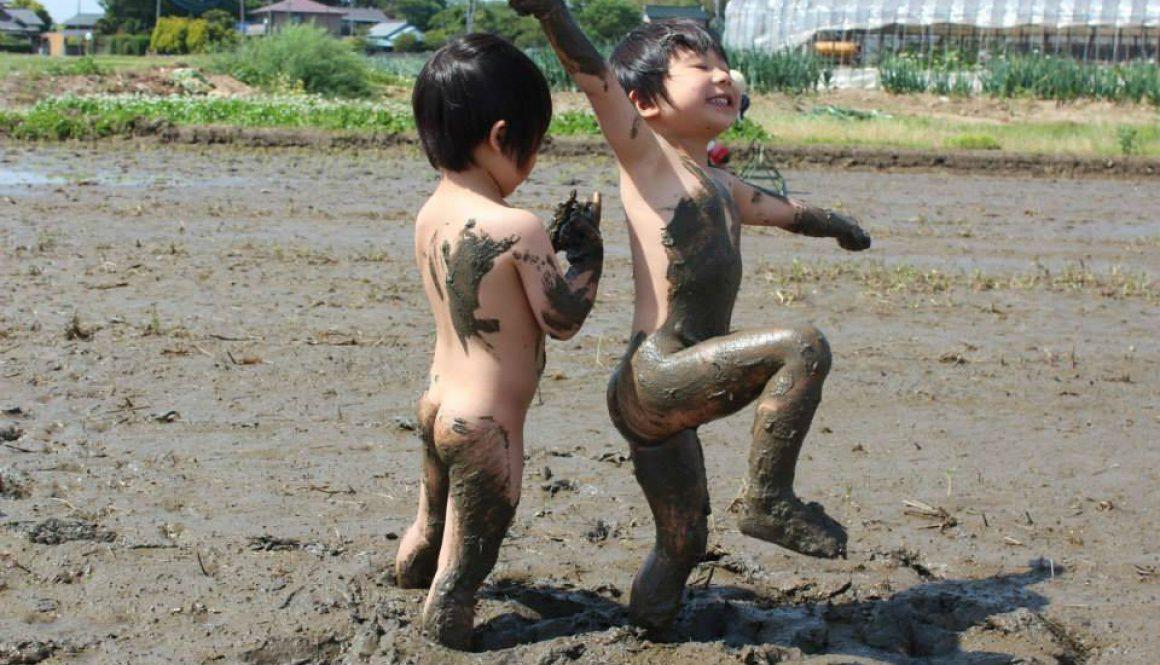 泥んこキッズ  やっぱり泥んこ遊びが大好き!
